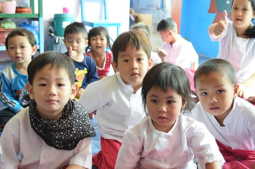 Trabalho voluntário na Tailândia com crianças